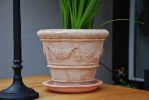 terrakotta vintage festonato piccolo krukor med fat inne och ute